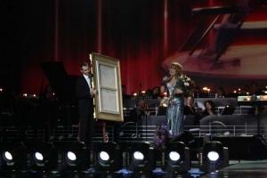 Подписи зала ГЦКЗ Россия на картине Азизе в честь 50-летия